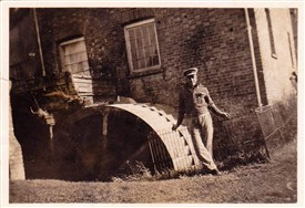 Photo:A New Zealand soldier strikes a pose at the Mill's wheel around 1940