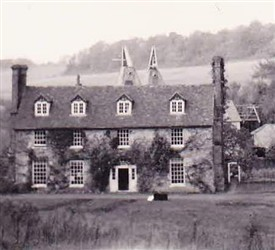 Photo:Mystery billet no.1: A rural oast in Kent around 1940